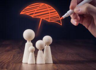 parasol rysowany nad rodziną